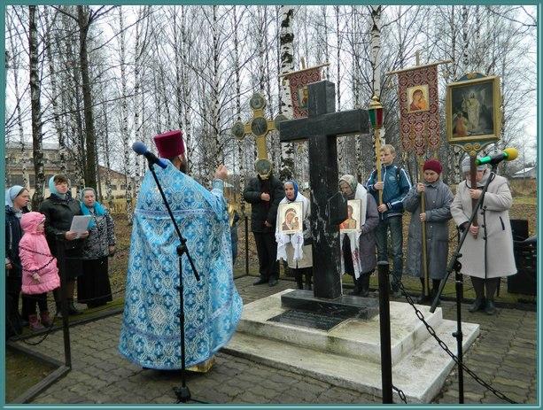 Поклонный крест на улице Школьной