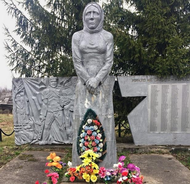 Деревня Нестерово: Обелиск «Родина-мать»
