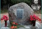Памятный камень герою Советского Союза Н. В. Мамонову