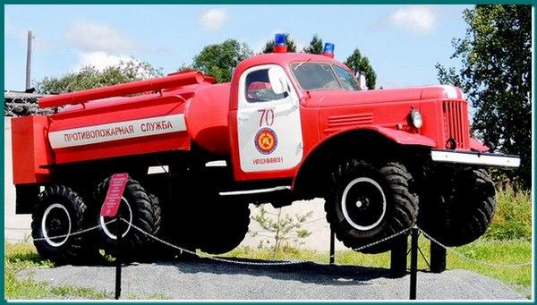 Памятник пожарным Сокольского гарнизона в городе Кадников