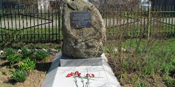 памятный камень Герою Советского Союза, генералу армии Ивану Серову