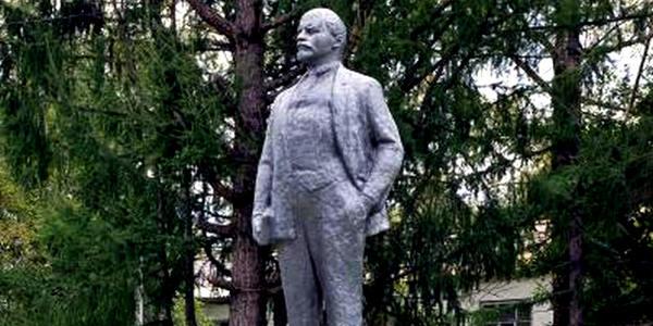 Памятник В.И. Ленину в городе Кадникове