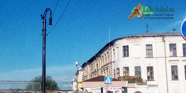 Памятник Электрическому фонарю и писающей дворняге в Вологде