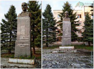 Памятник В.И. Ленину возле конторы Сокольского ЦБК