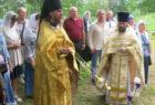 Лития перед памятной доской погибшим в годы гонений священникам