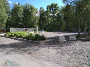 Памятник «Скорбящая мать» на городском кладбище