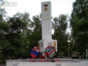 Памятник героям Советского Союза Мамонову и Орешкову