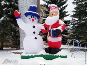 Новогодние арт-объекты возле Памятника В.И.Ленину, декабрь 2020